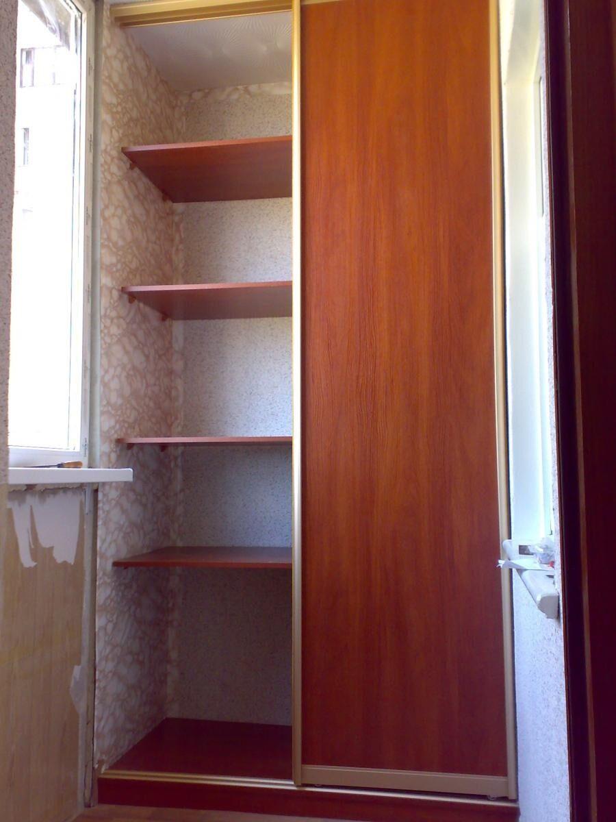 Шкаф для одежды на балконе.