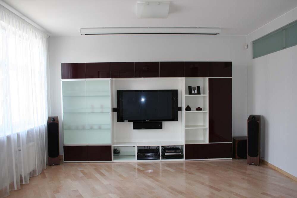 Шкафы купе с телевизором