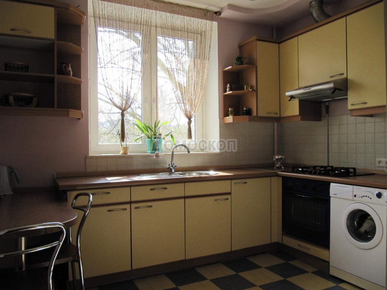 Фото дизайна маленькой кухни в сталинке