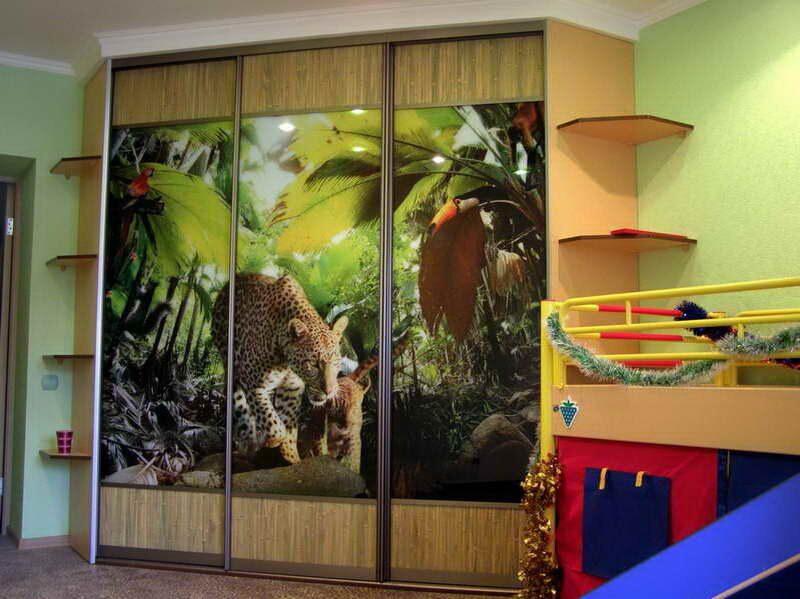 Шкафы купе в детскую комнату (25) трехдверный шкаф купе фото.