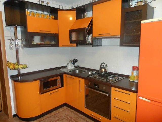 Кухни в оранжево коричневом цвете